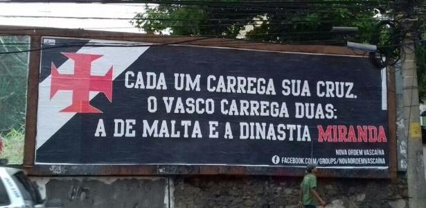 Outdoor criticando Eurico Miranda (foto) foi retirado nesta sexta-feira - @FalaBlu/Twitter