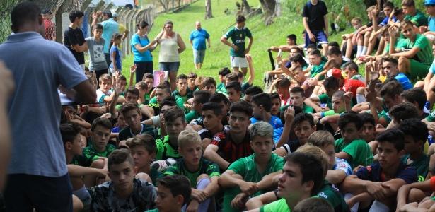 Chapecoense recebeu dezenas de garotos para peneiras do Sub-15 e sub-17