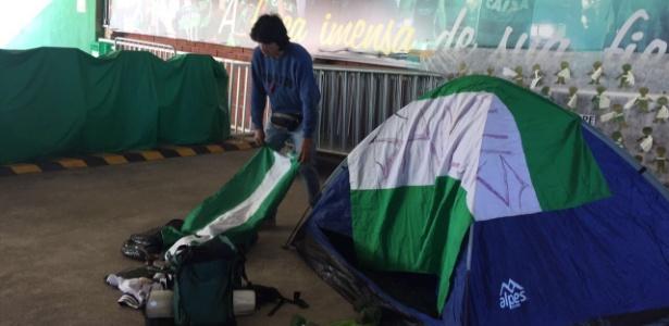 Colombiano acampa em Chapecó