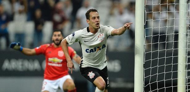 Rodriguinho comemora o primeiro gol do Corinthians contra a La U