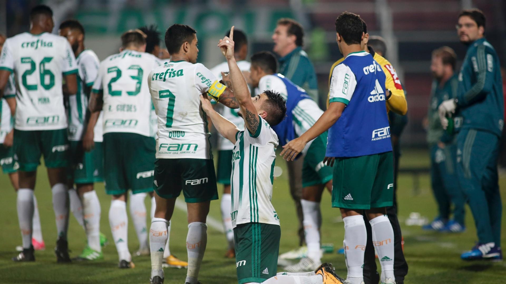 Willian comemora após empatar para o Palmeiras contra o Flamengo