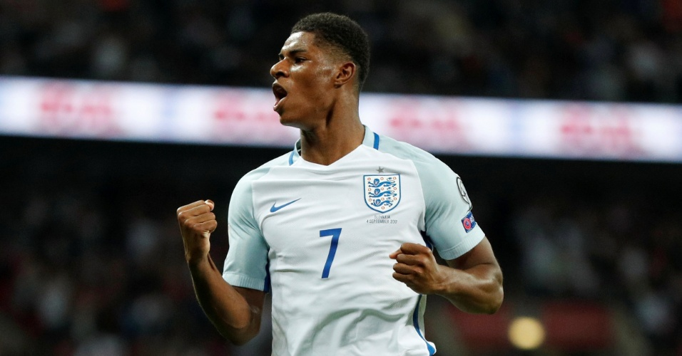 Rashford comemora o segundo gol da Inglaterra