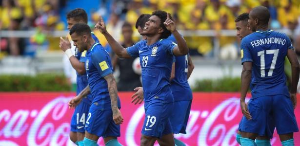 Willian abriu o placar para o Brasil em belo chute de fora da área
