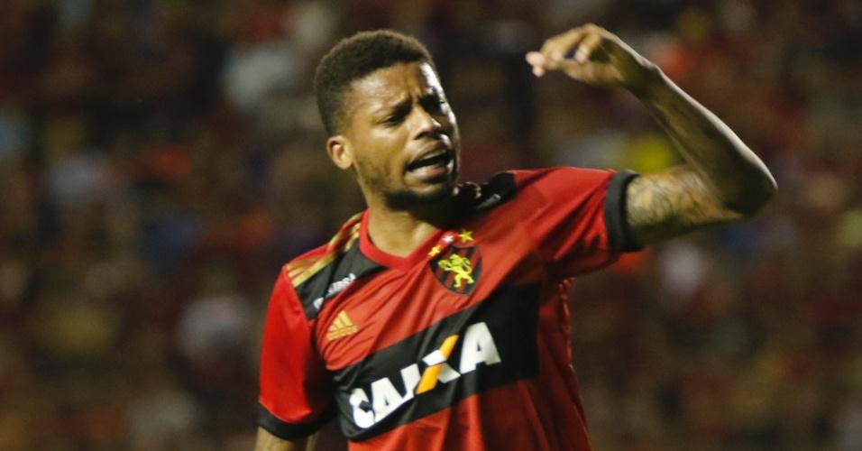 Autor do gol do Sport contra o Vasco, André protesta contra o árbitro Sandro Meira Ricci