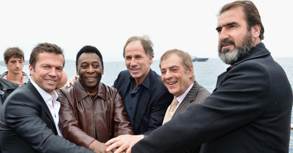 Lothar Matthaus, Pelé, Franco Baresi, o empresário Antonio Caliendo e Eric Cantona em evento de 2012
