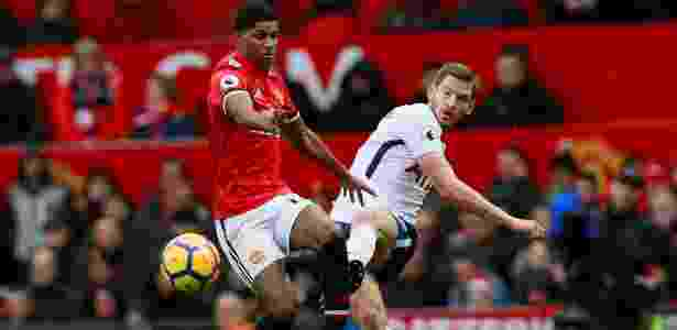 Rashford, do United, disputa bola com Jan Vertonghen, do Tottenham - Jason Cairnduff/Reuters - Jason Cairnduff/Reuters