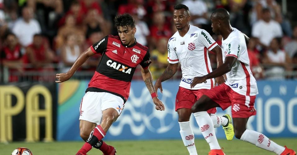 Lucas Paquetá faz jogada em Flamengo x Bangu pelo Campeonato Carioca