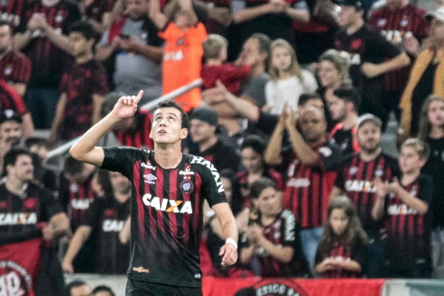 Pablo comemora gol do Atlético-PR diante do São Paulo, pela Copa do Brasil