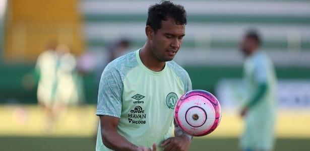 Vinicius durante treino com a Chapecoense - Divulgação