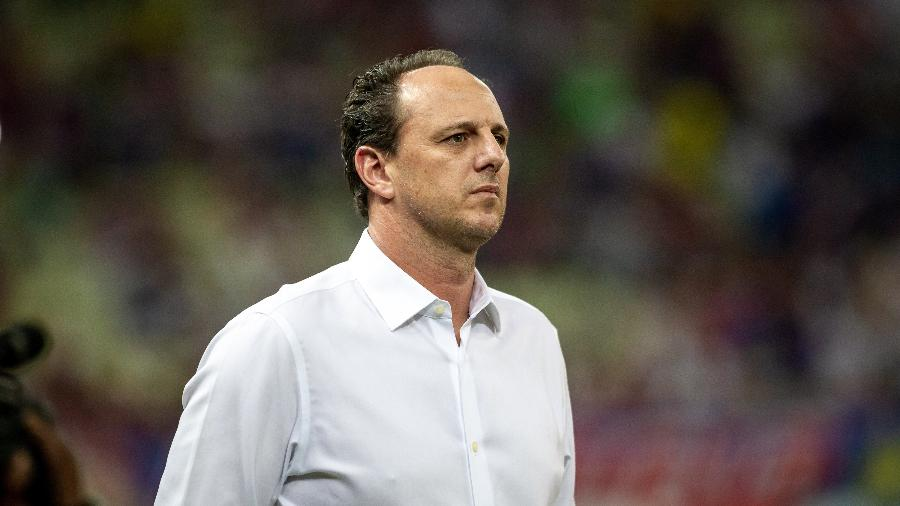 Rogério Ceni, técnico do Fortaleza, à beira do gramado - Stephan Eilert/AGIF