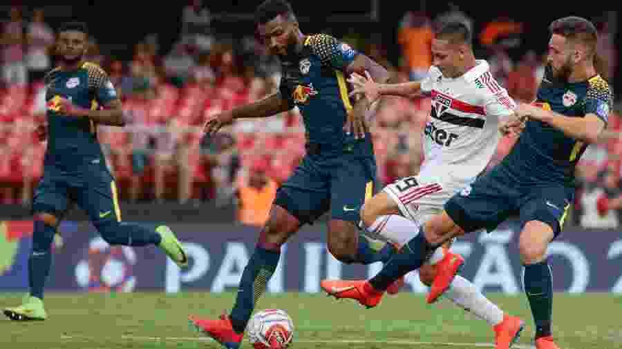 Antony em ação durante partida contra o Red Bull pelo Campeonato Paulista - Marcello Zambrana/AGIF