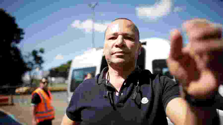 Pai de Neymar arranca câmera das mãos de fotógrafo  - Ueslei Marcelino/Reuters