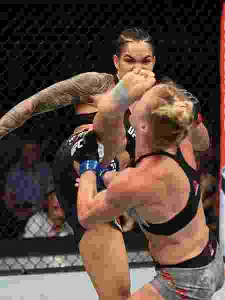 Amanda Nunes nocauteia Holly Holm no UFC 239 -  Josh Hedges/Zuffa LLC/Zuffa LLC -  Josh Hedges/Zuffa LLC/Zuffa LLC