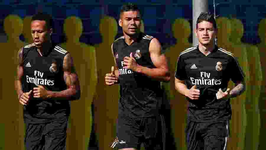 Eder Militão, Casemiro e James Rodriguez durante treino do Real Madrid - Divulgação/Real Madrid