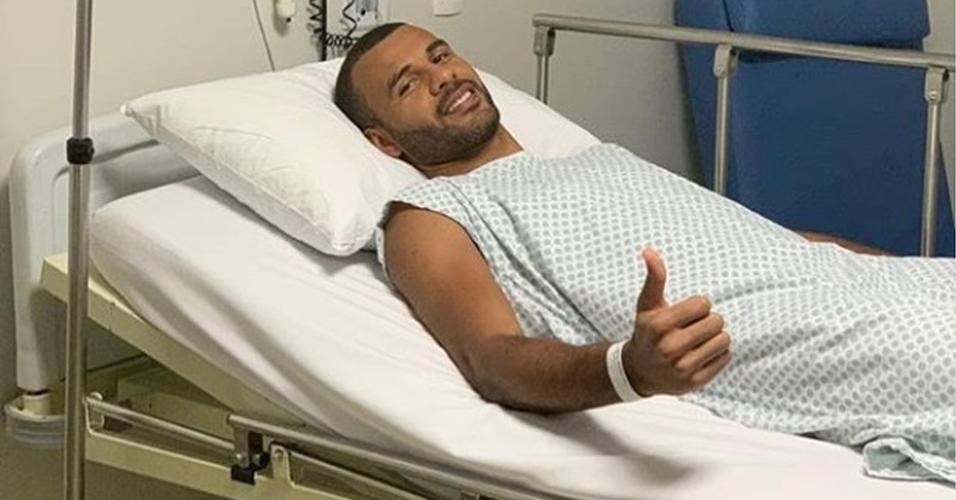 Zagueiro Ernando, do Bahia, posta foto antes de cirurgia