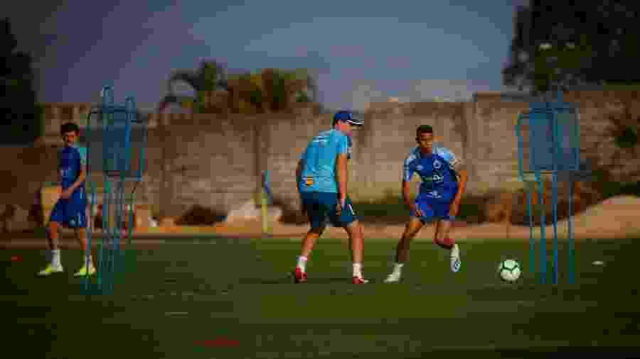 Jovem lateral tem a confiança de Ceni e é o novo postulante à vaga no time titular do Cruzeiro - Vinnicius Silva/Cruzeiro