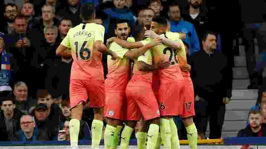 Jogadores do Manchester City comemoram gol em jogo contra Everton - Reuters/Andrew Boyers