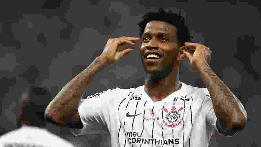 Gil comemora gol do Corinthians contra o Athletico - Marcello Zambrana/AGIF