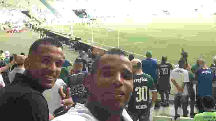 Amigos Joabes Santos e Diego Lima publicaram foto antes da partida entre Palmeiras e Flamengo começar - Reprodução/Facebook