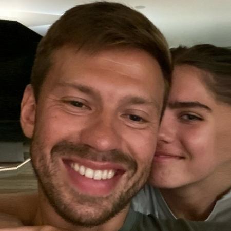 Jogador de 29 anos e estudante de 17 são o casal mais midiático da Rússia no momento - Reprodução