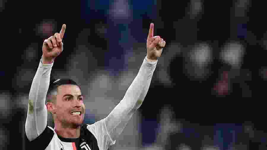 Cristiano Ronaldo comemora gol da Juventus sobre o Parma pelo Campeonato Italiano - Marco Bertorello/AFP