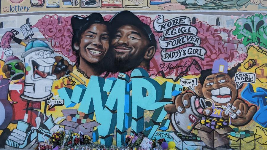 Grafite com Kobe Bryant e a filha Gianna, em mural feito em Los Angeles - Fernanda Ezabella/UOL