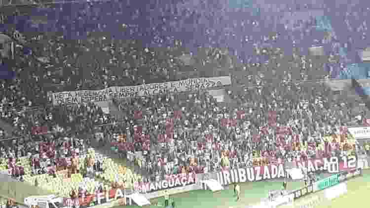 Torcedores do Flamengo levam faixa para clássico com o Fluminense - Leo Burla/UOL - Leo Burla/UOL