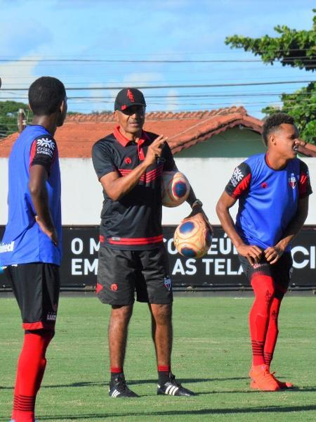 Técnico Cristovão Borges comanda treino do Atlético-GO - Paulo Marcos / Assessoria ACG