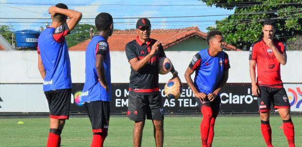 Com sete jogos e uma derrota, Cristóvão Borges é demitido do Atlético-GO