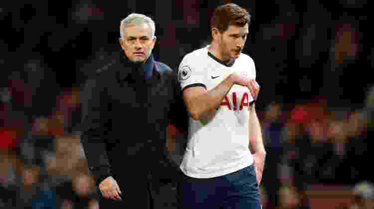 04/12/2019 - Jose Mourinho, técnico do Tottenham Hotspur (à esquerda) e Jan Vertonghen, do Tottenham Hotspur - Martin Rickett/PA Images via Getty Images - Martin Rickett/PA Images via Getty Images