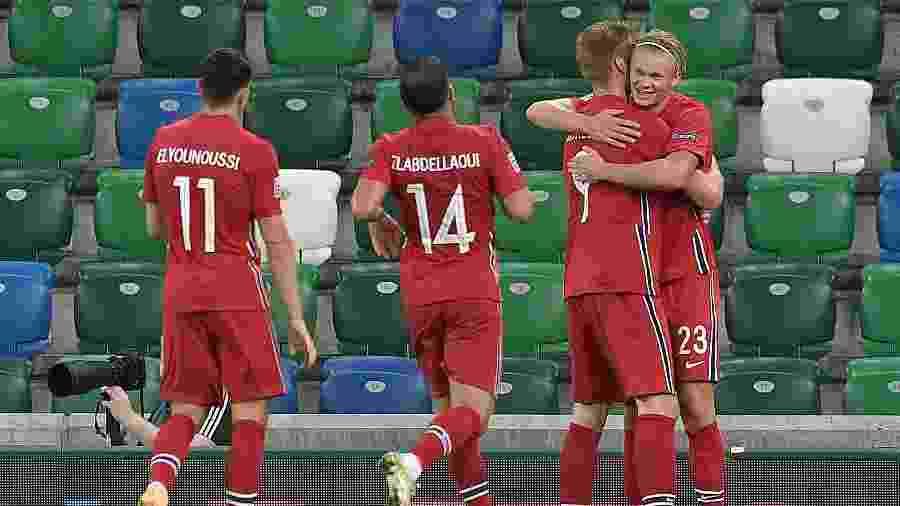 Haaland celebra o quinto gol da Noruega contra a Irlanda do Norte - Charles McQuillan/Getty Images