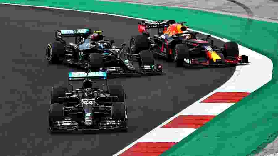 Lewis Hamilton, Valtteri Bottas e Max Verstappen durante o GP de Portugal - Bryn Lennon - Formula 1/Formula 1 via Getty Images