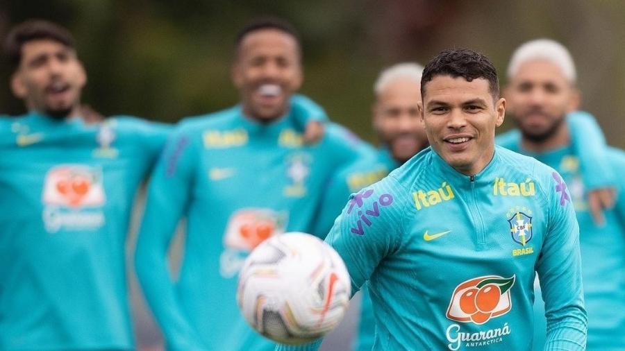 Thiago Silva brinca com invasão em foto de treino da seleção brasileira - Reprodução/Instagram