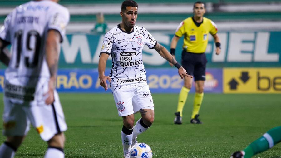 Gabriel em ação durante a partida entre Chapecoense e Corinthians, pela 10ª rodada do Brasileiro 2021. - Dinho Zanotto/AGIF