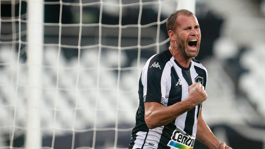 Joel Carli comemora gol da vitória do Botafogo sobre o Brasil de Pelotas - Vitor Silva/Botafogo