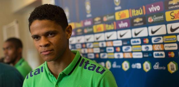 Douglas Santos teve convocações para as seleções principal e sub-23 em 2015