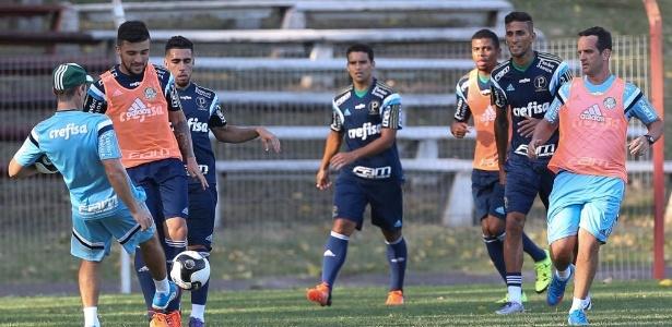 Jogadores do Palmeiras em ação durante treino no Uruguai