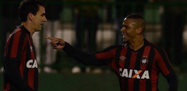 Walter comemora gol do Atlético-PR diante da Chapecoense - Gustavo Oliveira/Site Oficial do Atlético-PR