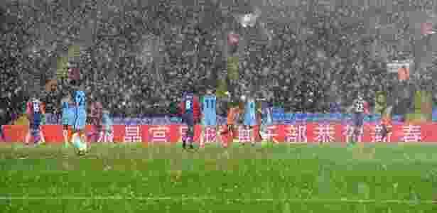 Gabriel Jesus enfrenta granizo em 1º jogo como titular - Reprodução/Twitter/ManCity - Reprodução/Twitter/ManCity