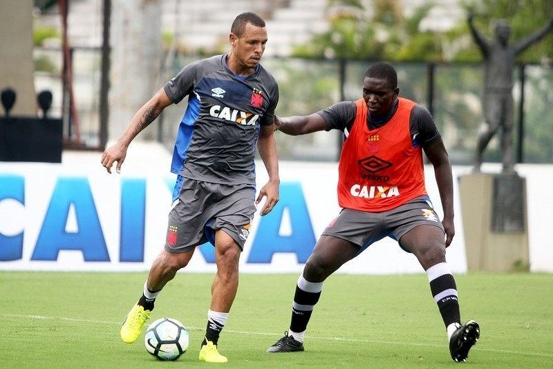 Luis Fabiano participa de coletivo no Vasco e se aproxima de estreia -  04 03 2017 - UOL Esporte 45380ae4dd572