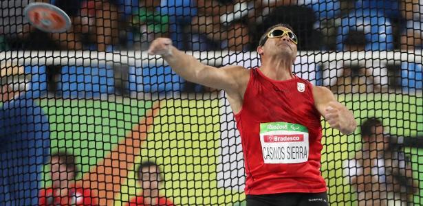 Atleta paralímpico David Casinos em ação nos Jogos do Rio de Janeiro em 2016