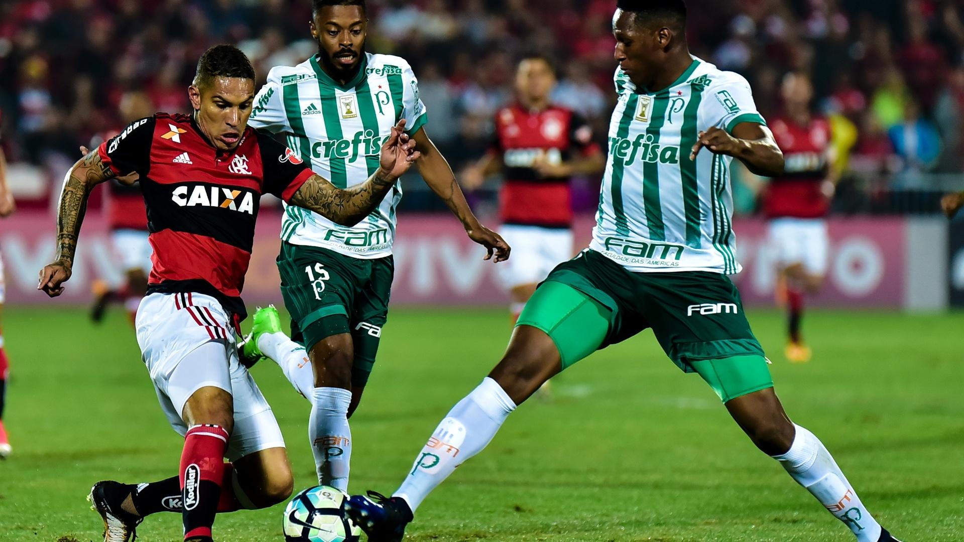 Mina dá combate em Guerrero na partida entre Flamengo e Palmeiras