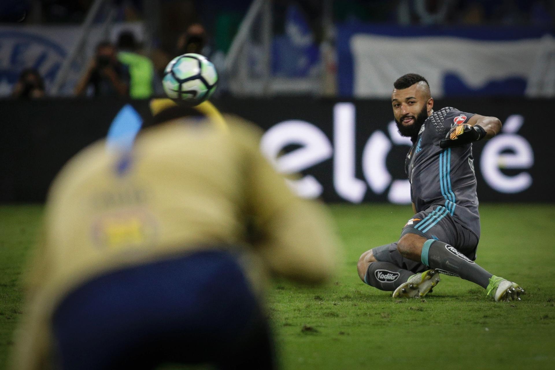 9e70c5add1 Atletas do Cruzeiro sabiam que Muralha só cairia para um lado nos pênaltis  - 28 09 2017 - UOL Esporte