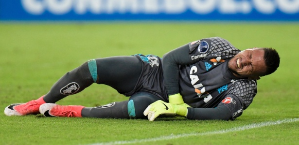 Lesionado, o goleiro Diego Alves está cada vez mais longe de voltar ao Flamengo - Thiago Ribeiro/AGIF