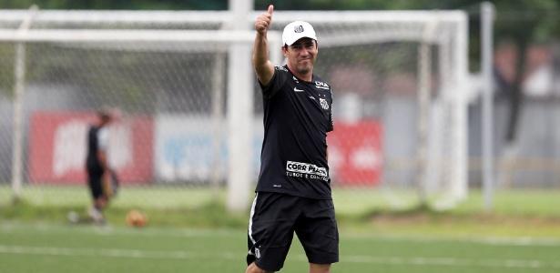 Técnico Luciano Santos, da equipe sub-17, foi responsável por revelar a nova safra de Meninos da Vila