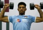 Aprovado em exames, volante Douglas vai ao CT para acertar com Corinthians
