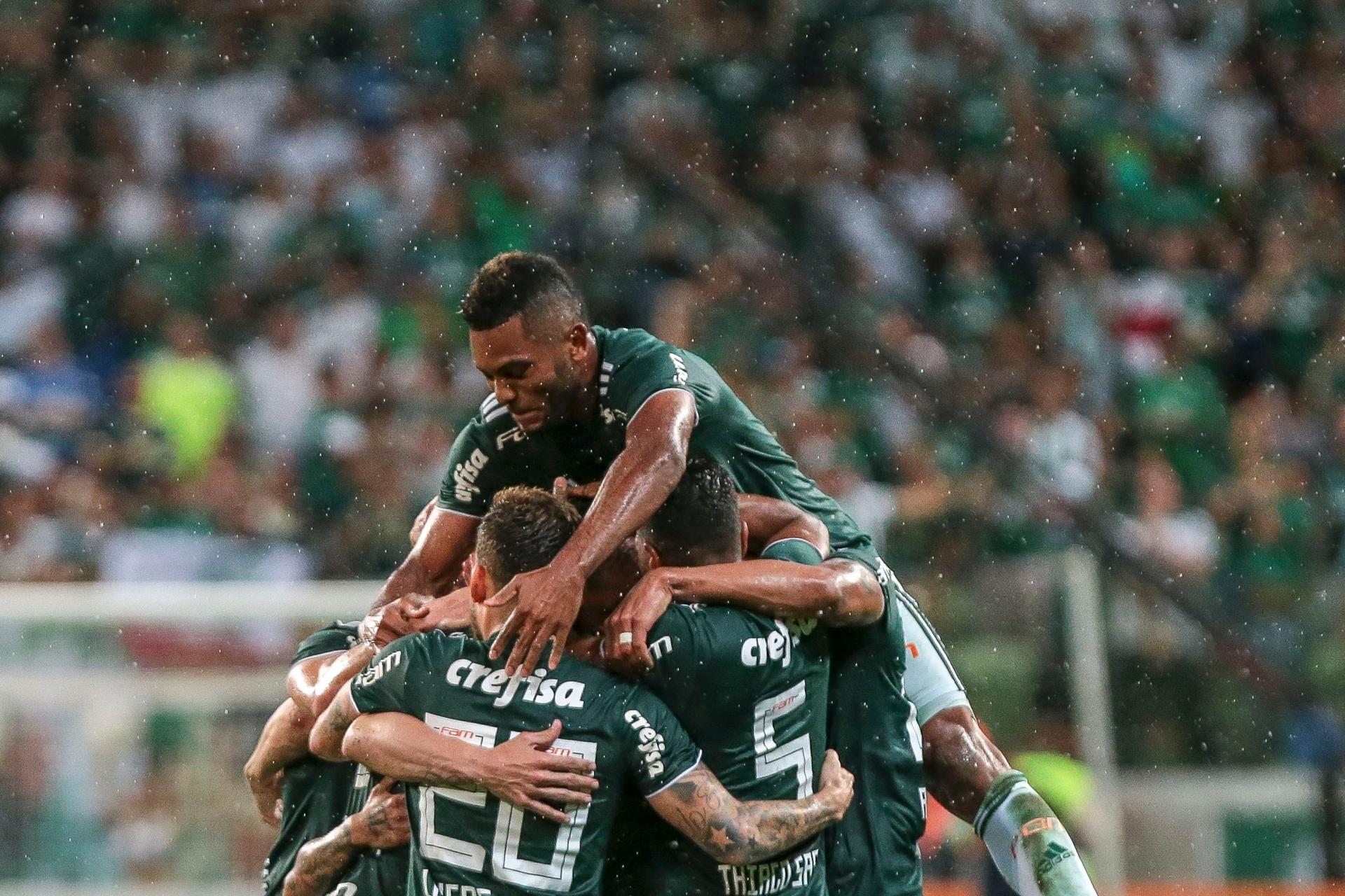 Palmeiras vence Santos em clássico eletrizante e abre 7 pontos na liderança  - 03 11 2018 - UOL Esporte 14652d2e2e896