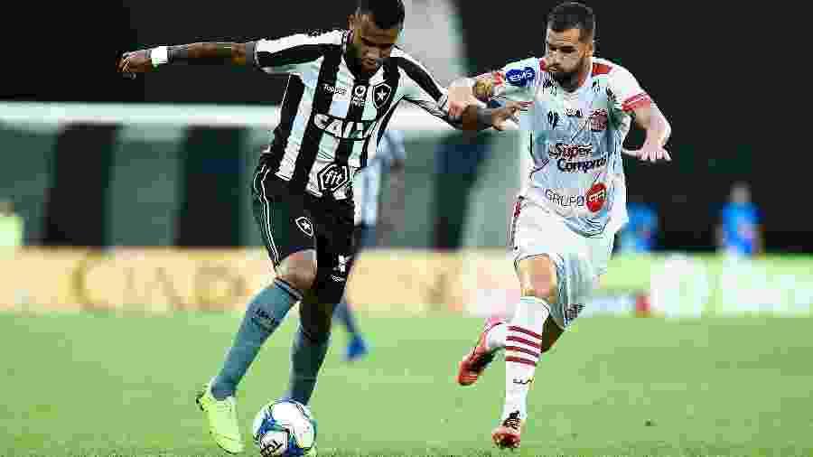 Alex Santana comemora golaço pelo Botafogo