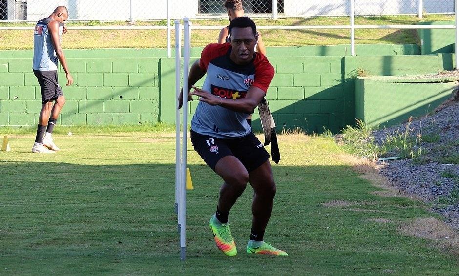 Novo reforço do Vitória, lateral Fabrício realiza treinamento físico