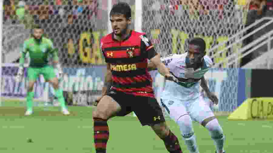 Jogadores disputam bola em Sport x Coritiba - Marcel Lisboa/AGIF